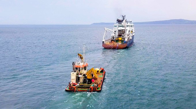 Constructions vessels carrying tether, upper part of the bottom joint and umbilical to Minesto's DG500 system on their way to the Holyhead Deep, Wales. Photo: Rob Johnson / Film Up High