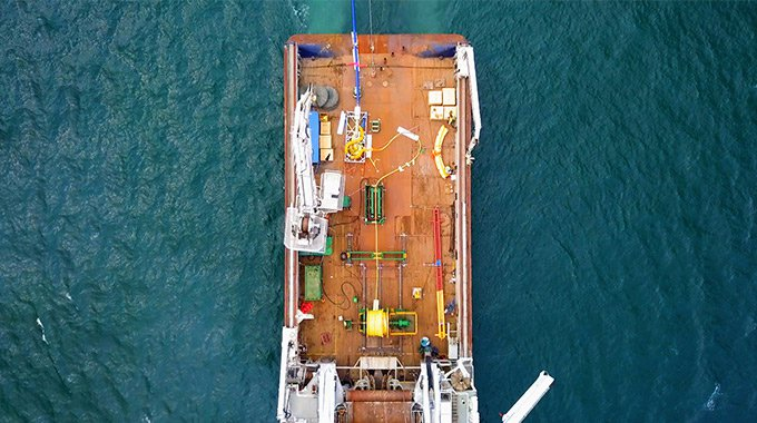Umbilical, upper part of the bottom joint and tether on a construction vessel on its way to Minesto's site in Holyhead Deep, Wales. Photo: Rob Johnson / Film Up High