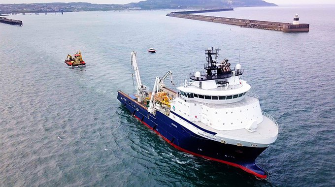 Constructions vessels carrying tether, upper part of the bottom joint and umbilical to Minesto's DG500 system on their way to the Holyhead Deep, Wales. Photo: Film Up High