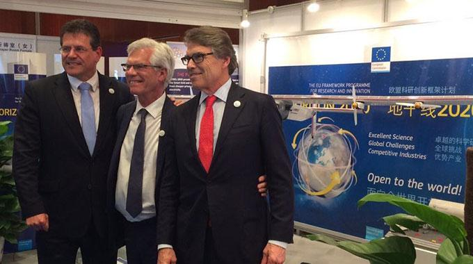 US Secretary of Energy Rick Perry, Canada's Minister of Natural Resources James Gordon Carr, and Maroš Šefčovič, Vice-President of the European Commission in charge of Energy Union, visiting the EC stand featuring Minesto and Deep Green